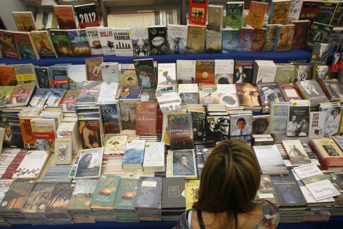 Inédito acuerdo permitirá mejorar la distribución de la literatura a regiones y el extranjero