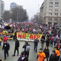 Marcha contra las AFPs congrega a más de 100 mil personas en la capital y 750 mil en todo el país