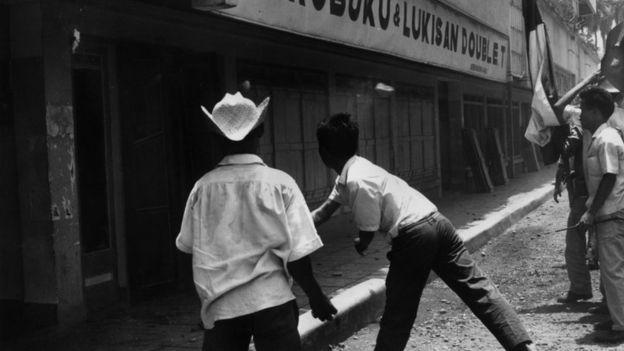 Los ataques se extendieron contra todo rastro comunista en Indonesia, incluyendo librerías.