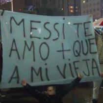 [VIDEO] Fanáticos piden a Messi que no abandone la selección argentina