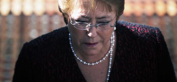 """Bachelet y su duro análisis a la crisis política: """"Es universal y tenemos que replantearnos todo"""""""