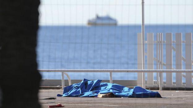 """""""La escena continúa tal cual"""", dice Kevin Harris, quien sigue viendo la escena desde el balcón de su hotel."""
