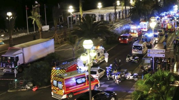 La policía tomó toda la ciudad, cuenta el periodista de la BBC Roy Calley desde Niza.