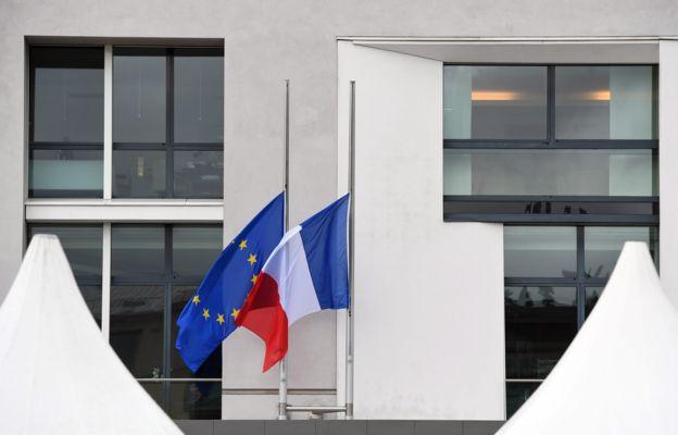 Francia decretó tres días de duelo nacional.