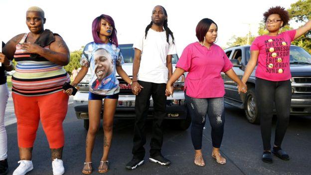 Y también continuaron las protestas en Baton Rouge, Luisiana, la localidad donde fue baleado Alton Sterling un día antes.
