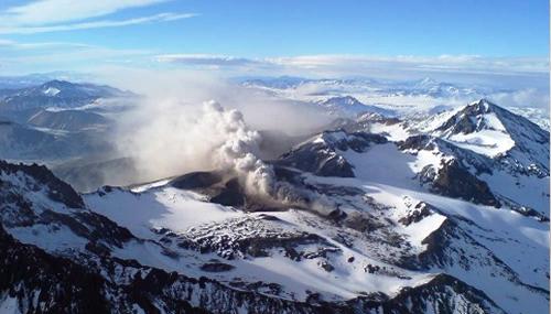 Decretan alerta amarilla por actividad del volcán Planchón-Peteroa