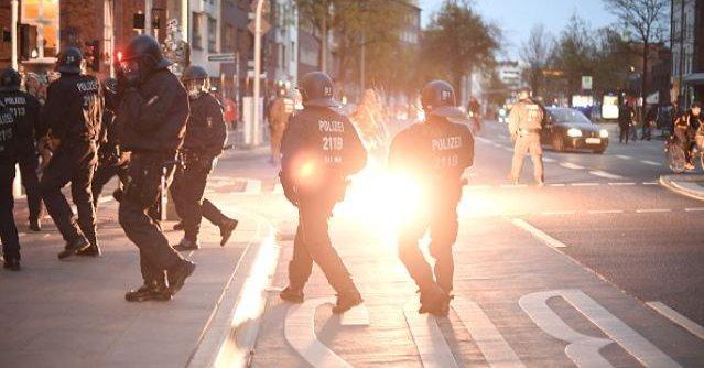 Nuevo ataque en Alemania: Estalla una maleta con aerosoles junto a centro de refugiados en Baviera
