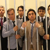 Público descargó su furia contra actores que representaban a políticos corruptos