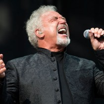 A los 75 años años y con las mejores críticas a su último álbum regresa a Chile Sir Tomas Jones