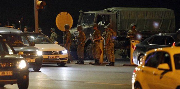 Militares que dirigen golpe en Turquía dicen que Erdogan impuso un
