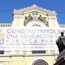 [VIDEO] Despliegan lienzo en el frontis de la U. de Chile para dar inicio a la discusión interna de la Reforma a la Educación Superior