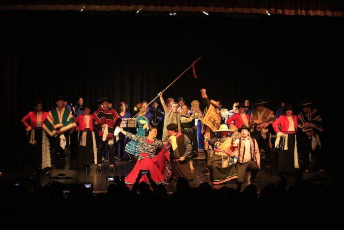 """Ciclo de folclor celebrando los 30 años de la agrupación """"GENCHI"""" en Teatro UDLA El Zócalo, 2 de agosto. Entrada liberada"""