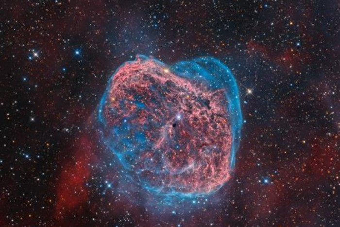 Astrónomos chilenos captan testarudo chorro energético de estrella en formación