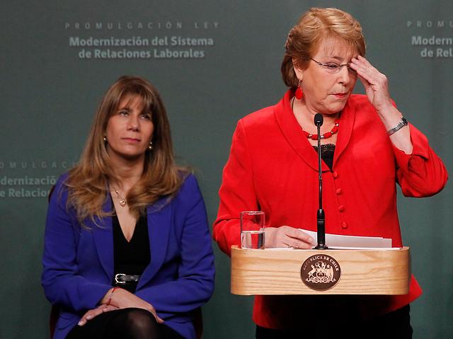 Bachelet promulga reforma laboral admitiendo: