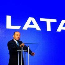 Día histórico para LATAM Airlines: holding reporta su primera utilidad anual desde la fusión e Ignacio Cueto anuncia su salida