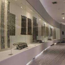 """Exposición """"Memorias del color"""" resalta los tintes naturales en el arte textil aymara y mapuche"""