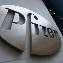 Negocio redondo: CEO de Pfizer vendió el 62 % de sus acciones el día que anunció resultados de la vacuna