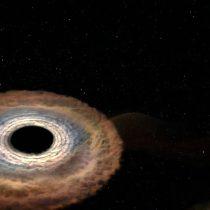 Detectan partículas capaces de escapar de un agujero negro