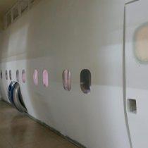 Profesor argentino sorprende con aula que replica avión dentro de hospital