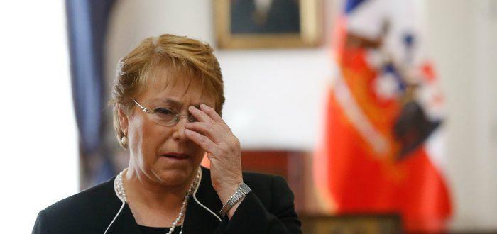 Bachelet cae al subterráneo político y pierde la mitad del apoyo histórico del progresismo