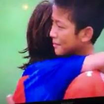 [VIDEO] El noble gesto de consuelo a sus rivales asiáticos por parte de los juveniles del Barcelona