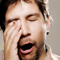 Nuevo estudio sostiene que la falta de sueño podría alterar la actividad cerebral
