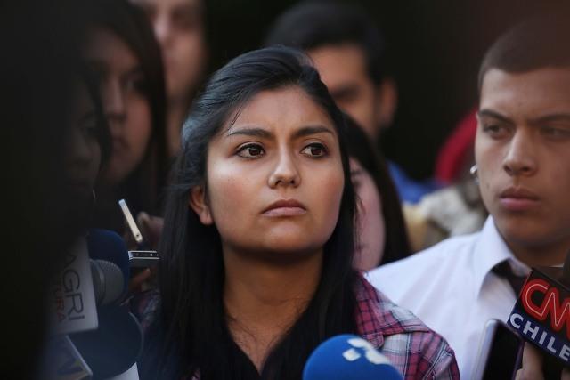"""""""Quise ser cariñoso"""": diputadas del FA rechazan regalo de parlamentario RN por el Día de la Mujer"""