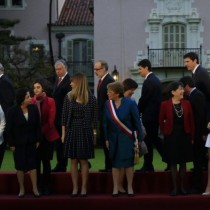 Sin humor: Bacheletismo duro sale a golpear a The Clinic  por portada de Javiera Blanco