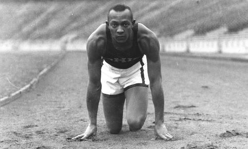 Jesse Owens: astro en los Juegos de Hitler, despreciado en EE.UU.