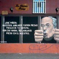 Grafitero encierra a José Piñera y sus propuestas tras las rejas