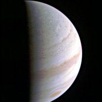 La sonda Juno completa con éxito su mayor aproximación a Júpiter