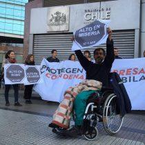 Estudiantes y choferes de Transantiago protestan frente a la Superintendencia de pensiones
