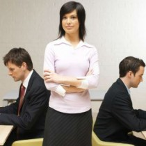 Encuesta Sofofa-Cadem revela que la mayoría de los hombres prefiere tener a un jefe masculino antes que una jefatura femenina