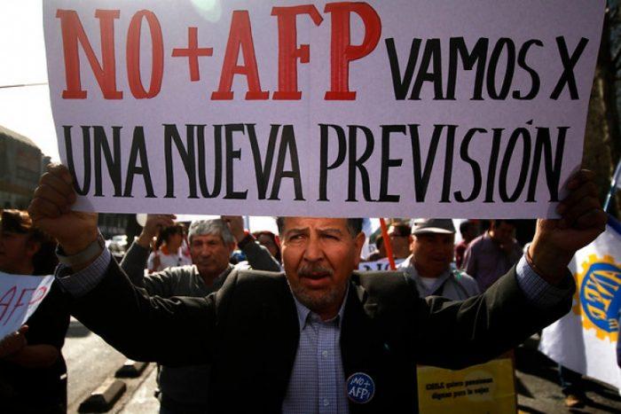 Economistas y parlamentarios debatirán en seminario que busca una alternativa al sistema previsional chileno