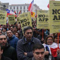 AFP apuestan al partido del orden para asesoría en la batalla por las reformas: contratan a Eugenio Tironi y Cristina Bitar