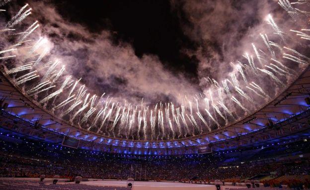 El estadio Maracaná de Río de Janeiro tiene capacidad para albergar a 70.000 personas.