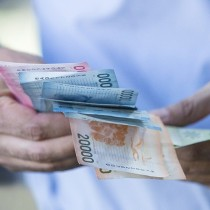 Peso chileno cerca de mínimo histórico ante sorpresiva inflación