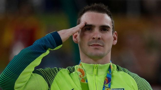 Como Arthur Zanetti, medalla de plata en gimnasia, más de 140 competidores de Brasil son parte de un programa de las Fuerzas Armadas del país sede.