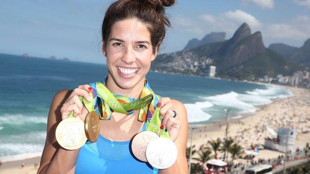 Maya Dirado ganó cuatro medallas, dos de ellas de oro, en la natación de Río con Estados Unidos.