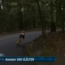 [VIDEO] La horrible caída de una ciclista holandesa a 10 kilómetros de la meta en Rio 2016