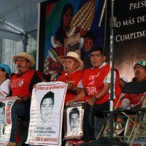 [FOTOS] Mexicanos marcharon para pedir justicia en aniversario de Ayotzinapa