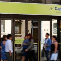 AFP Capital revuelve el gallinero en el debate previsional: propone que afiliados puedan retirar porcentaje de sus fondos tras 10 años de cotización