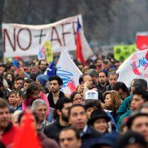 Financial Times se suma a medios internacionales que ponen bajo la lupa el cuestionado sistema de AFP en Chile