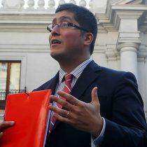Gino Lorenzini pide disculpas públicas a ministro Valdés tras calificarlo de