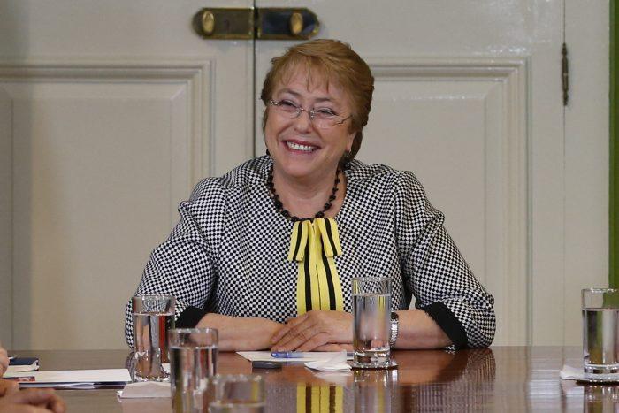 Bachelet volverá a la Araucanía tras serie de ataques incendiarios y molestia de la Sofofa