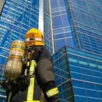 """500 bomberos subirán los 1.800 escalones del Costanera Center en una """"carrera por la vida"""""""