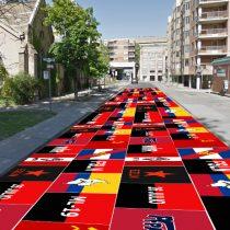 Duclos interviene vía pública en Toronto con banderas de los 10 movimientos revolucionarios más importantes del continente