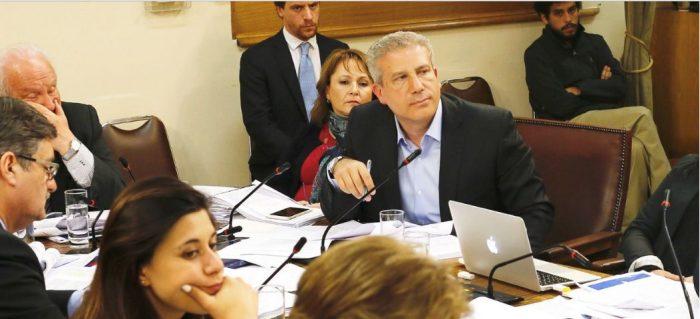 Como si nada: diputado Rincón retoma puesto en Comisión de Familia tras  tormenta mediática por agresión a ex pareja