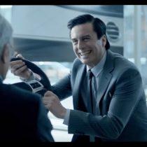 [VIDEO] Empresa de telefonía móvil ahora barre con José Piñera y su analogía del Mercedes Benz