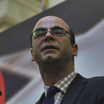 Fernando Atria llama a sumarse a marcha No + AFP junto a Alejandro Goic y Juan Cristóbal Guarello